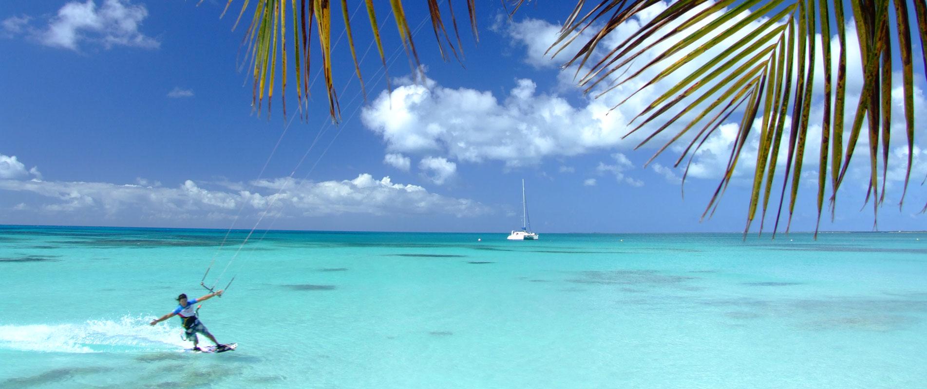Kitesurfing in Antigua & Barbuda in the Caribbean