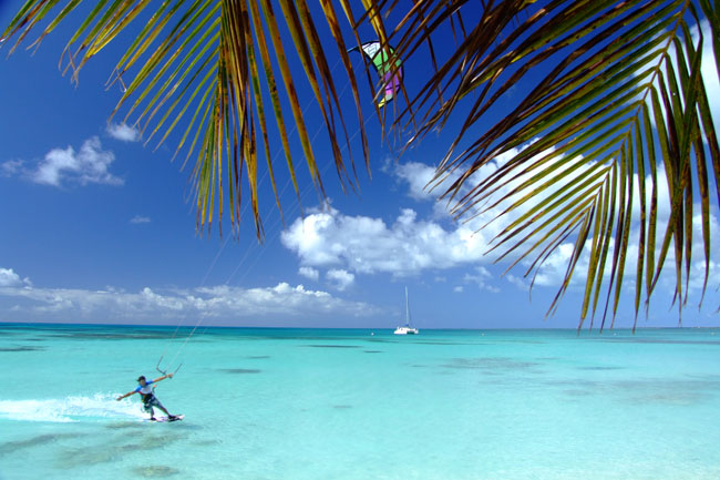 Kitesurfing in Antigua & Barbuda in the Caribbean