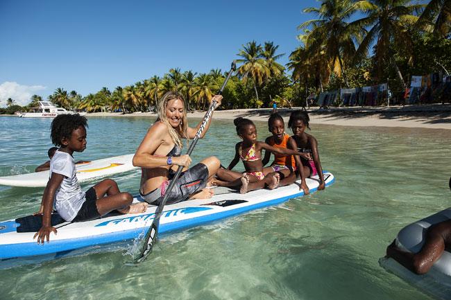 Paddleboarding in Mayrau lagoon with kite cruise